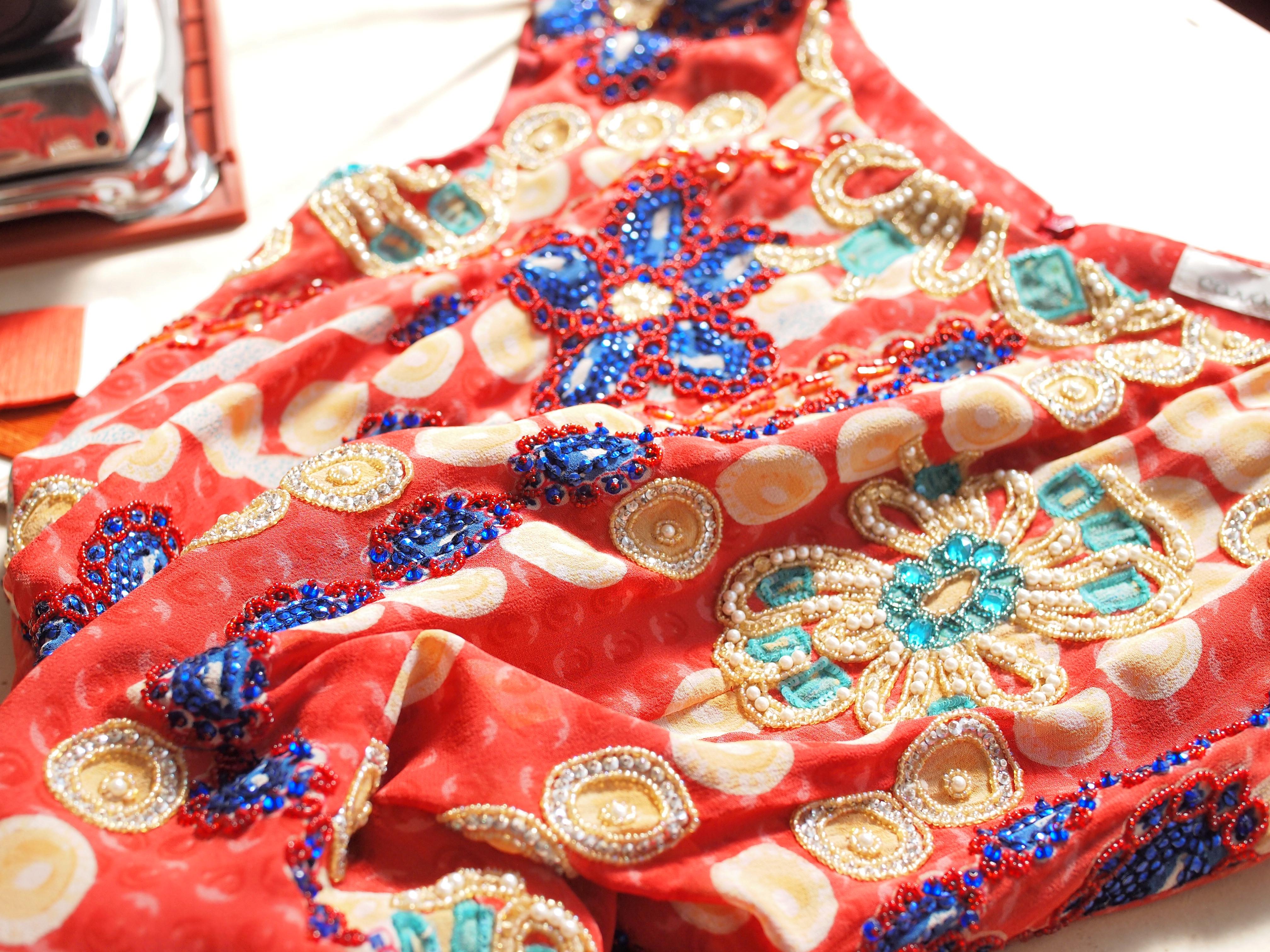 ビーズ刺繍ドレス