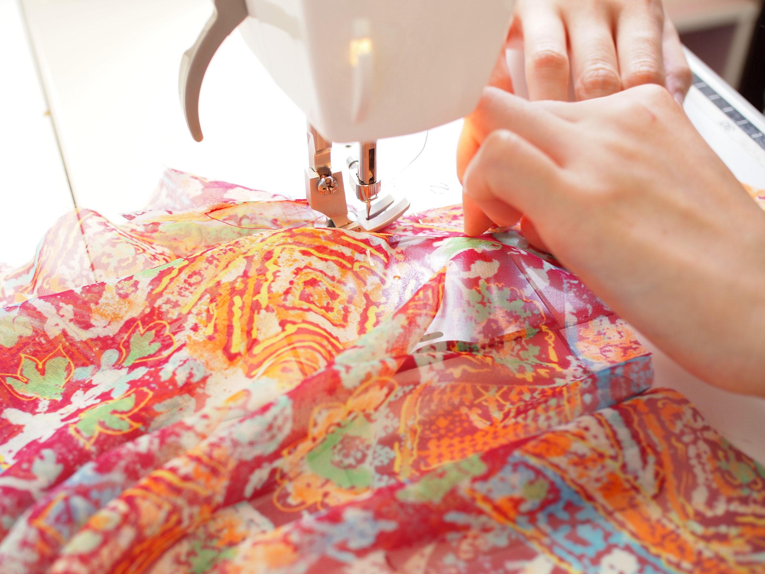 シルクのブラウスの縫製